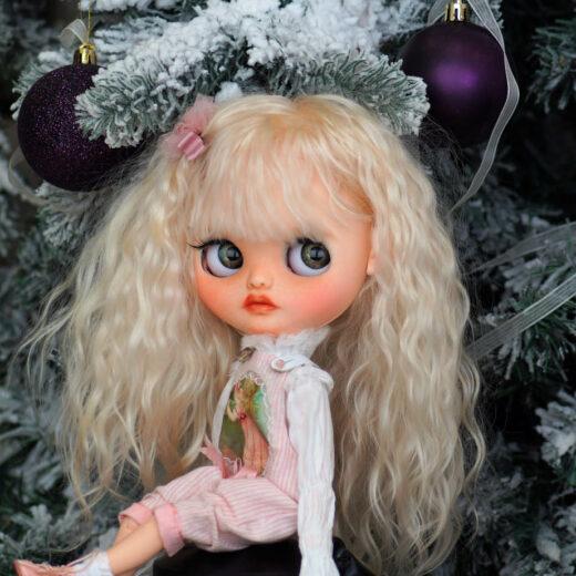 Natashiro / Natalia Ko&ko is the brand name of Natalia Kondratenko, a Blythe doll customizer from Russia. Learn more about her on DollyCustom.