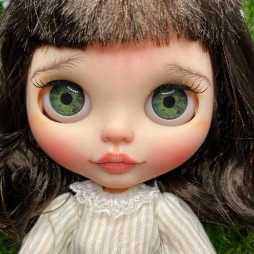 Learn more about hazelnutdollsuk − the brand name of Pelin Cimen, a Blythe doll customizer from the UK.