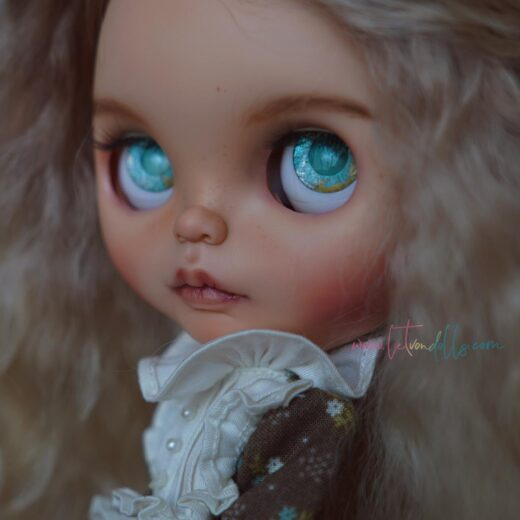 Learn more about Let Von Dolls − the brand name of Leticia Ibañez, a Blythe doll customizer from Spain.