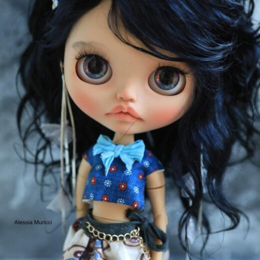 Doll Art Studio is the brand name of Alessia Muricci, a Blythe doll customizer from Italy. Learn more about her on DollyCustom.
