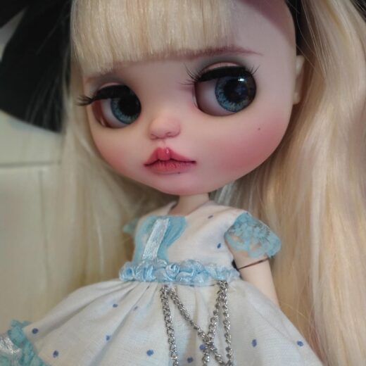 Silvia Silver Dolls is the brand name of Silvia Montal Muñoz, a Blythe doll customizer from Spain. Learn more about her on DollyCustom.