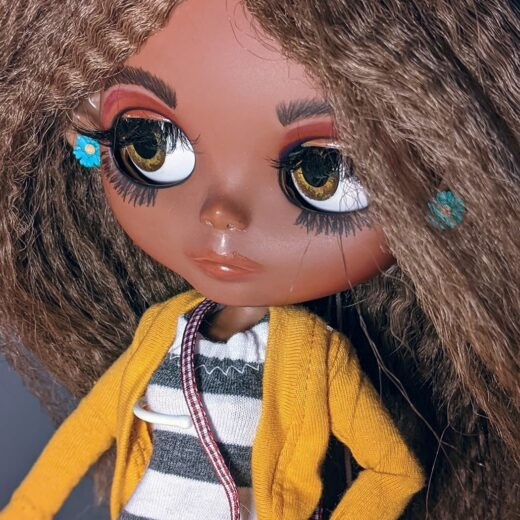 Dolls by Loona is the brand name of Jezzi Cheatham, a Blythe doll customizer from USA. Learn more about her on DollyCustom.