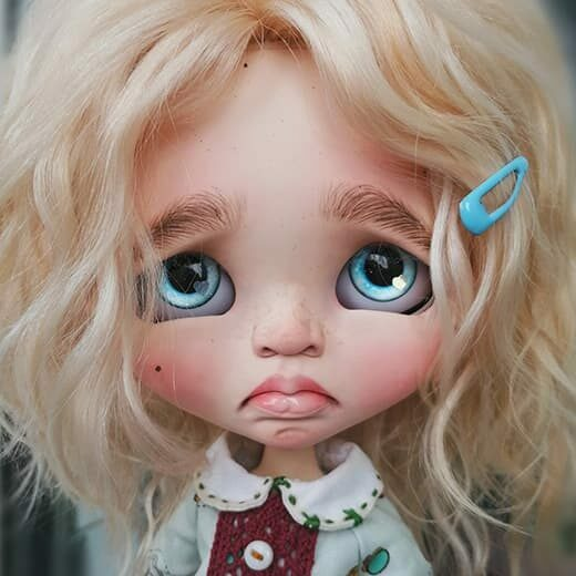 ollidolliblythe is the brand name of Olga Belokon, a Blythe doll customizer from Russia. Learn more about her on DollyCustom.